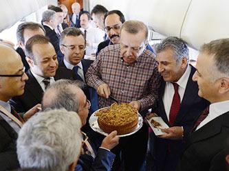 Başbakan Erdoğanın Uçağında Doğum Günü Kutlaması