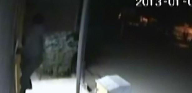 Kameraya  Yakalanan Sakar Hırsızı Izle