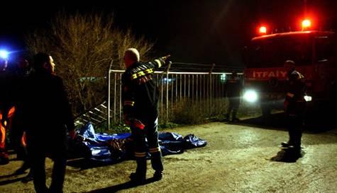 Adanada Kanala Düşen Kamyonet 3 Kişi Öldü