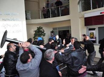 Adanada Esnaf Belediyeyi Bastı