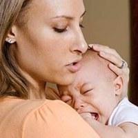 Ağlayan Bebeği Kucaklamak  Yararlı  Mı
