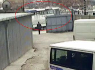 Ankara Belediye Otobüse Durağa Daldı İzle