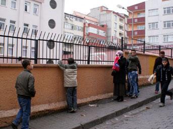 İstanbulda Okuldaki Aramadan Sonra İntihar Eden Kız