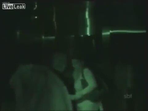 Asansorde Bebekli Kiz Sakasi izle Asansörde Bebekli Kız ޞakası İzle