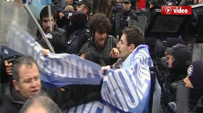 Başbakanı Protesto Eden Öğrencileri İzle