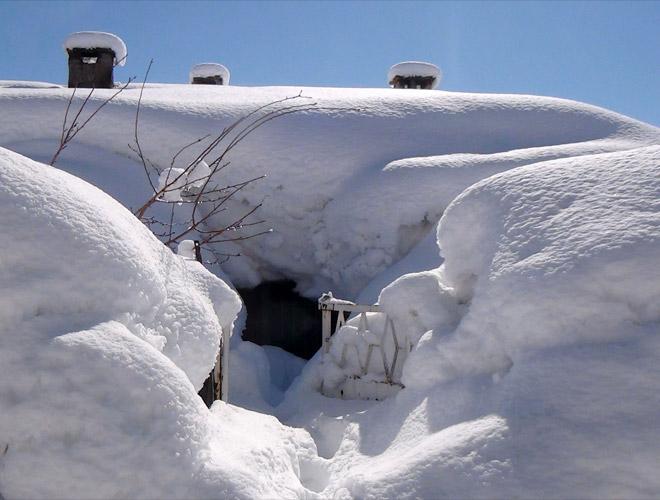 Bitliste Kar Altında Kalan Evler