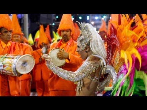 Brezilya'da Karnaval Görüntüleri İzle