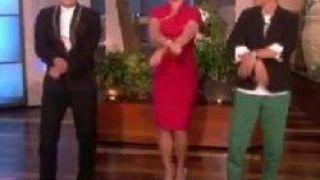 Britney Spears Gangnam Style Dansı Öğreniyor