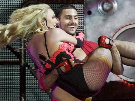 Britney Spears Kucak Dansı Yaptı