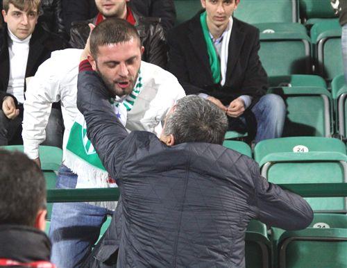 Bursaspor Taraftarının Aykut Kocamana El Hareketi