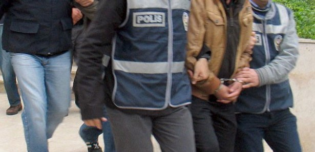 Çaldıkları Arabayla Polis Aracına Çarptılar