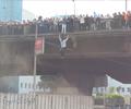 Canlarını Kurtarmak Köprüden Atladılar