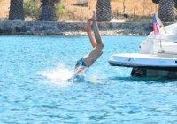 Denize Atlama Stili Dikkat Cekti Denize Atlama Stili Dikkat Çekti