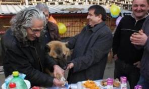 Edirnede Köpeğine Doğum Günü Partisi Yapan Adam