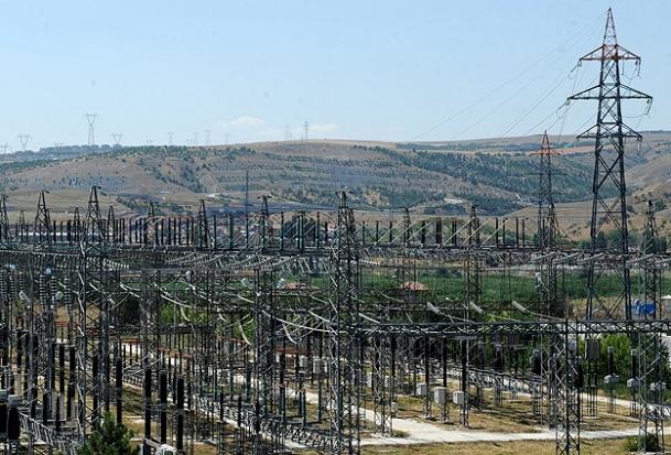 Enerji Nakil Hatları Baz İstasyonlarından Tehlikeli