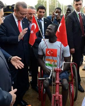 Erdoğandan Nijerli Gence Akülü Araba