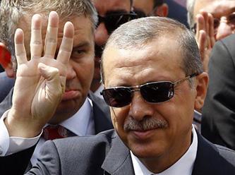 Erdoğandan Rabia İşaretiyle Selam