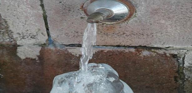 Erzurumda Akan Su Dondu Görüntüleri İzle