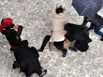 Erzurumda Tekme Tokat Kavga Eden Kızları İzle