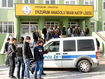 Erzurumda İmam HAtip Lisesinde Öğrenci Öğretmeni Bıçakladı