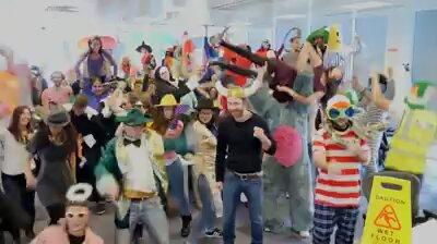 Facebook Ofisinde Harlem Shake Dansı