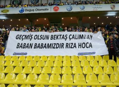 Fenerbahçe Taraftarlarının Rıza Çalımbay Pankartı