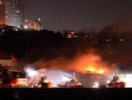 Galatasaray Üniversitesindeki Yangında Yana Kitaplar