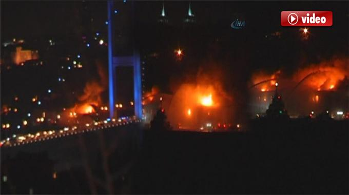 Galatasaray Üniversitesindeki Yangını İzle