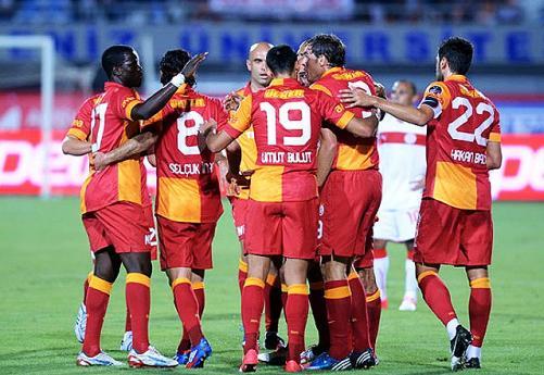 Galatasaray lig tarihinin en az puanlı ilk yarı lideri tarihe geçti