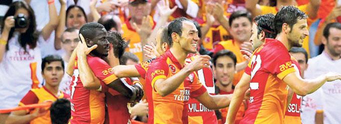 Galatasarayın Golcüsü İngilizlerle El Sıkıştı