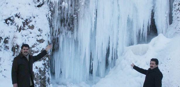 Girlevik Şelalesi Buz Tuttu İzle