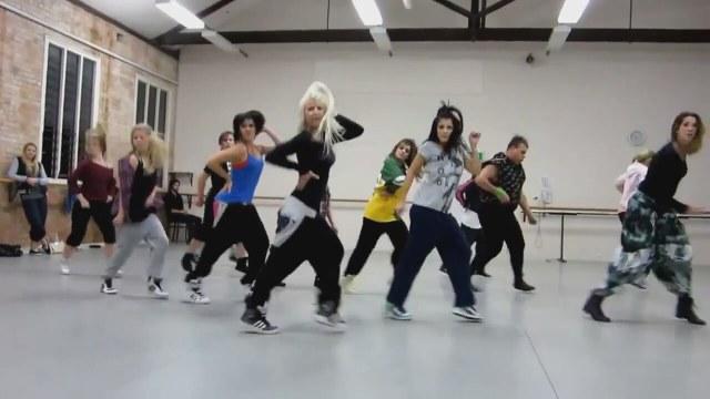 Hadise My Body Dansları
