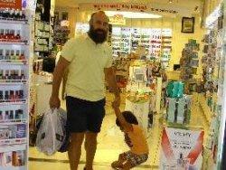 Halit Ergenç Oğlu Aliyle Alışverişte