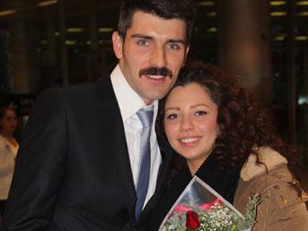 Havalimanında Sürpriz Evlenme Teklifi