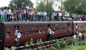 Hindu Hacılara Tren Çarptı 20 Ölü