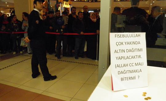 Istanbulda Bedava Altın Dagıtan Mağaza