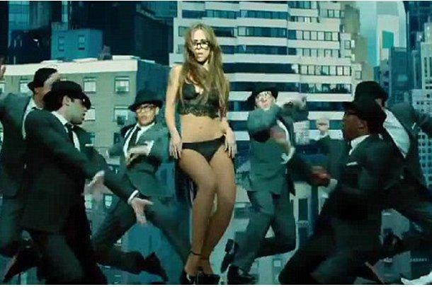 Jennifer Love Hewitt Striptiz Yaptı