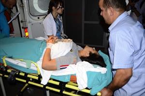 Karısını Bıçaklayan Koca Dövülerek Hastanelik Edildi