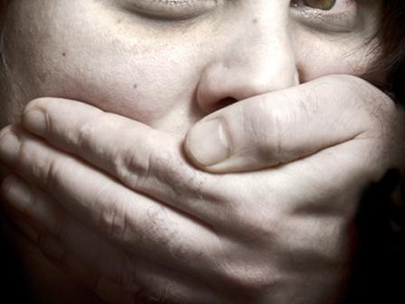 Karısını Gönderip Misafire Tecavüz Eden Adam