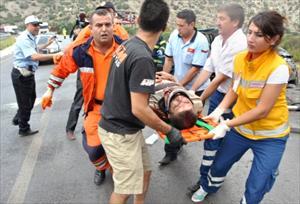 Karşı Yönden Gelen Kamyona Çarpan Otomobil Takla Attı 3ü Ağır 4 Yaralı
