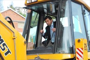 Kıdem Tazminatını Alamayan İşçiler Belediyenin Araçlarına Haciz Koydurdu