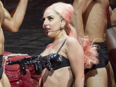 Lady Gagadan Seksi Kostümü