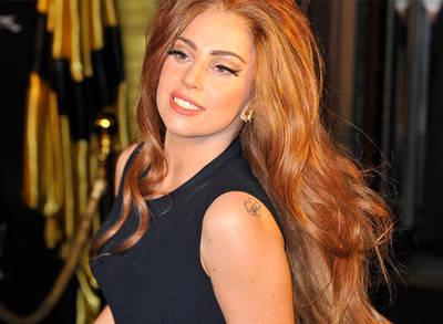 Lady Gaganın Sahnede Pantolonu Yırtıldı