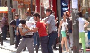 Madde Bağımlısı Gençler Birbirine Girdi Vatandaşlar Seyretti (Özel)