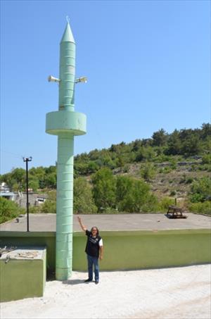 Mazot Varilinden Yapılan Cami Minaresi Dikkat Çekiyor