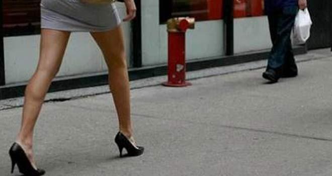 Mini Etekli Kadınlara Ucuz Taksi