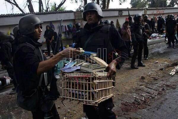 Mısır Askeri Adeviyyedeki Kuran-ı Kerimleri Topladı