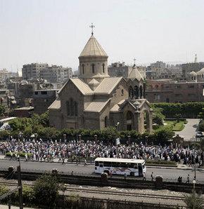 Mısırda Mursi Taraftarlarından Kiliseye Koruma
