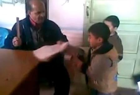 Mısırlı Öğretmenin Sıra Dayağı İzle