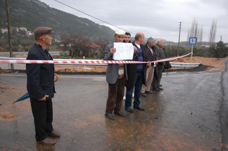 Muğlada Köylüler Yol Kapattı
